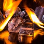 Warum wird der Gefrierschrank warm an den Seiten?